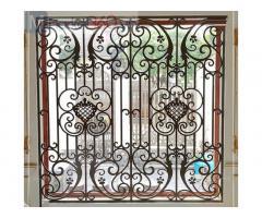 Mẫu khung bảo vệ cửa sổ sắt uốn nghệ thuật sang trọng, song cửa sổ sắt uốn 2021